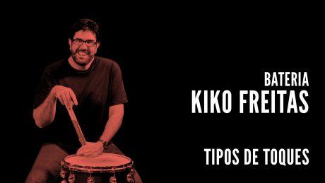 "Kiko freitas segurando suas baquetas com o título ""Bateria - Kiko Freitas"""
